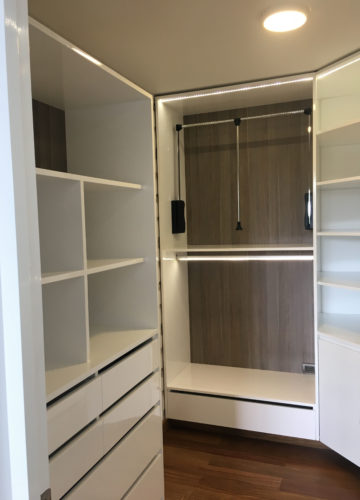 Mini walking closet